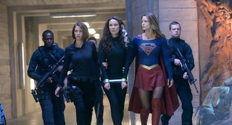Супергёрл продолжает бороться с преступностью