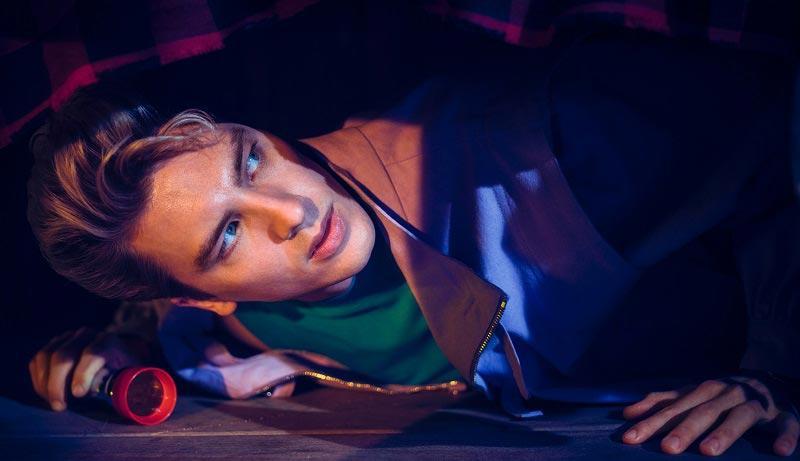 Когда все вокруг начинают умирать - прячься под кроватью!