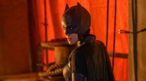 Бэтвумен остается на страже Готэм-Сити