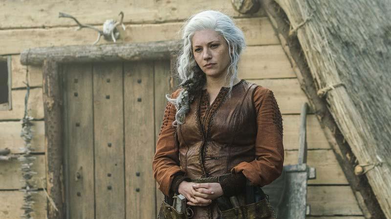 Лагерта готовится к бою в 6 серии 6 сезона с викингами