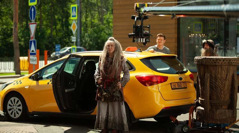 Баба-Яга на такси не ездет